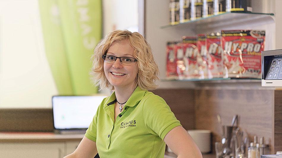 Ann-Kathrin Freiwald ist Teil unseres Teams, denn im Campus Sports Club Saarbrücken werdet Ihr von geschultem Personal betreut.